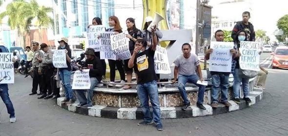 AJI Manado saat menggelar aksi damai di Zero Point (Ist)