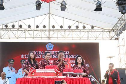 OD-SK didampingi isteri di moment syukuran 3 tahun masa kepemimpinan.
