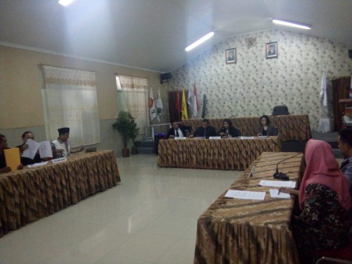 Suasana sidang DKPP atas dugaan pelanggaran kode etik Bawaslu Bolmut.