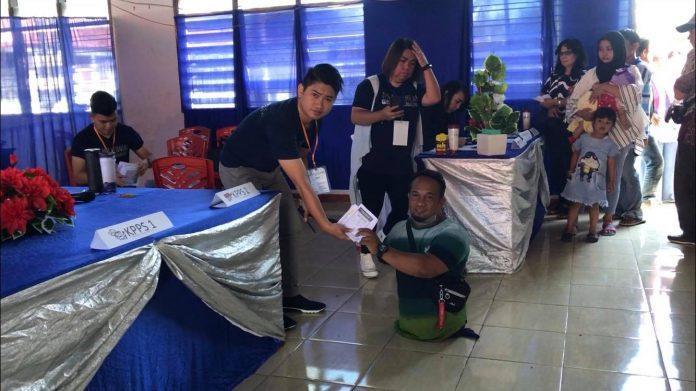 Abdulah, salat satu penyandang disabilitas dan difabel di Minahasa yang ikut berpartisipasi dalam Pemilu 2019.