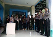 Tim keamanan Polsek Mapanget dan TNI bersama PPK.