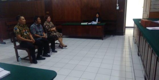 JPU saat menghadirkan 3 saksi di sidang perkara korupsi berkas terdakwa Maxmillan