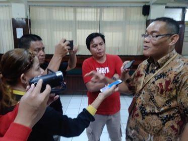 Ketua PN Manado saat diwawancara awak media