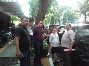 Pihak Kejari Manado bersama Kejati Sulut saat mengeksekusi terpidana Prayitno.
